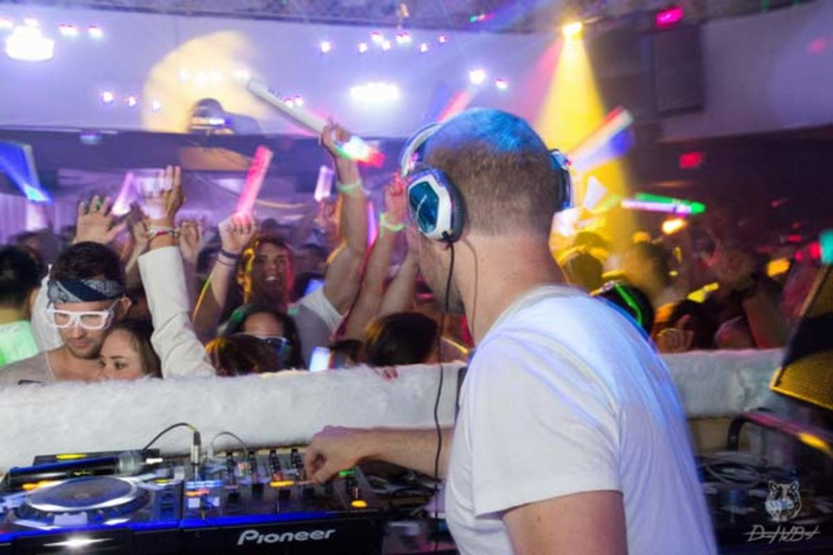 EDM Event Review - 13th Annual White Party With Morgan Page