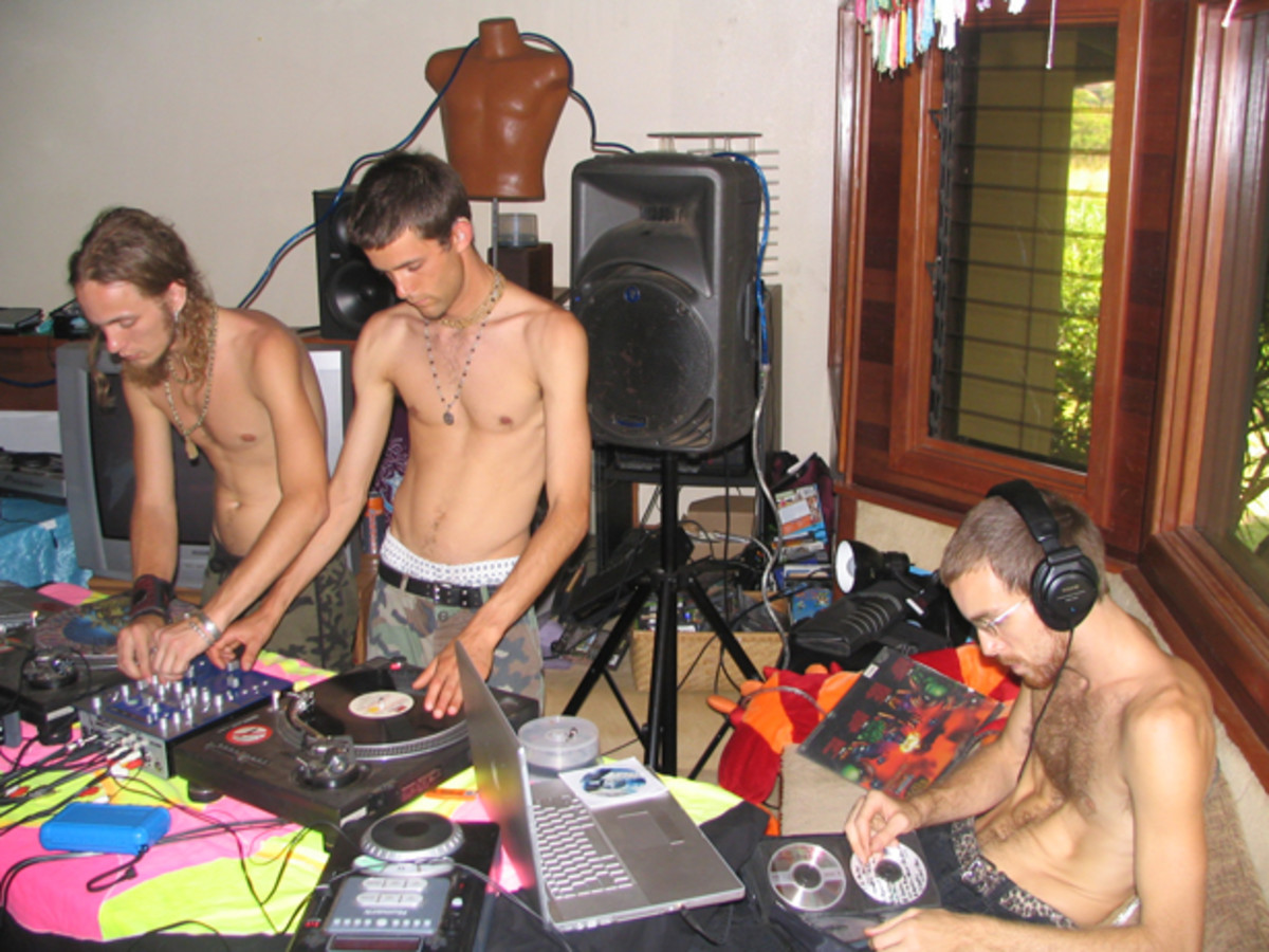 7 Reasons Why Male DJs Should Not Take Their Shirts Off