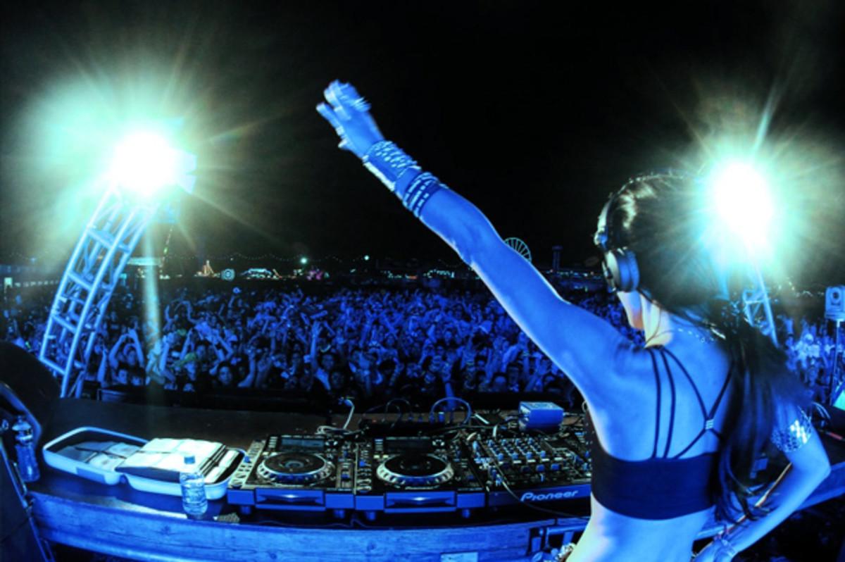 EDM Culture: 9 Female DJs That Should Have Your Attention