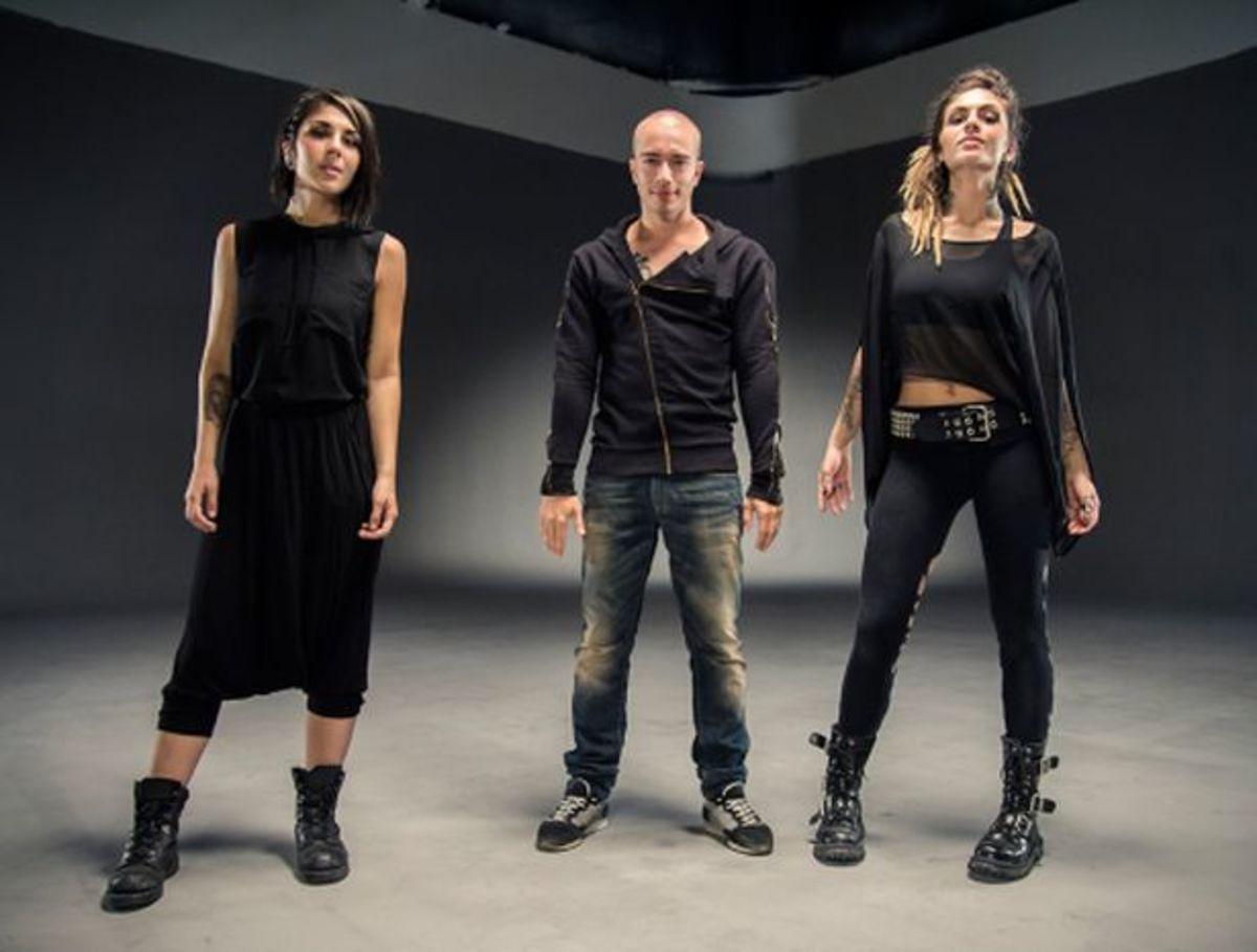 Headhunterz + Krewella Are For The Children! - New Electronic MusicHeadhunterz + Krewella Are For The Children! - New Electronic Music