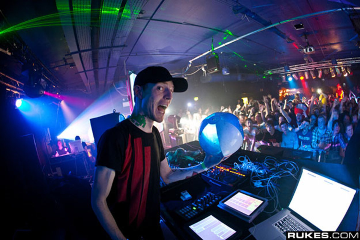 deadmau5 Officially Launches Live.deadmau5.com 'Suckscription' Service - EDM News