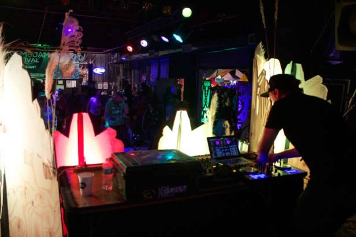 Tuscon's Gem And Jam Festival Unearths Artistic Creativity