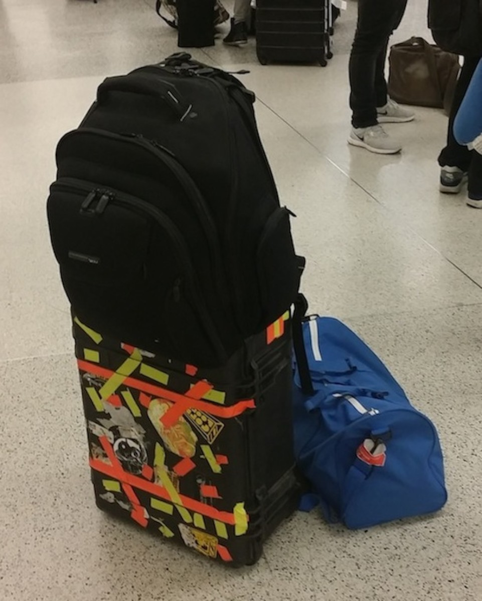 1 mon - bags airport
