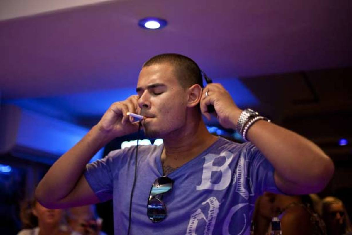 EDM Struggles: Afrojack Face Plants At The Dim Mak Pool Party In Miami