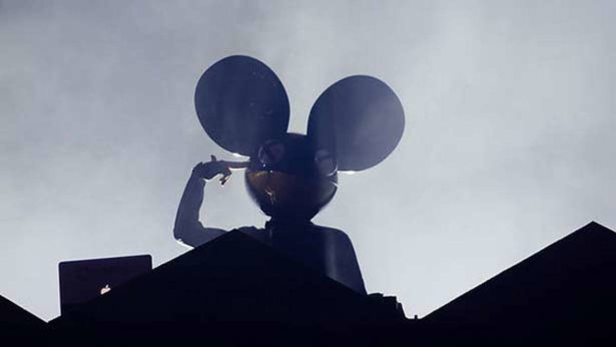 "deadmau5 Plays ""Levels"" & ""Animals"" At Ultra, Then Spats With Tiesto On Twitter"
