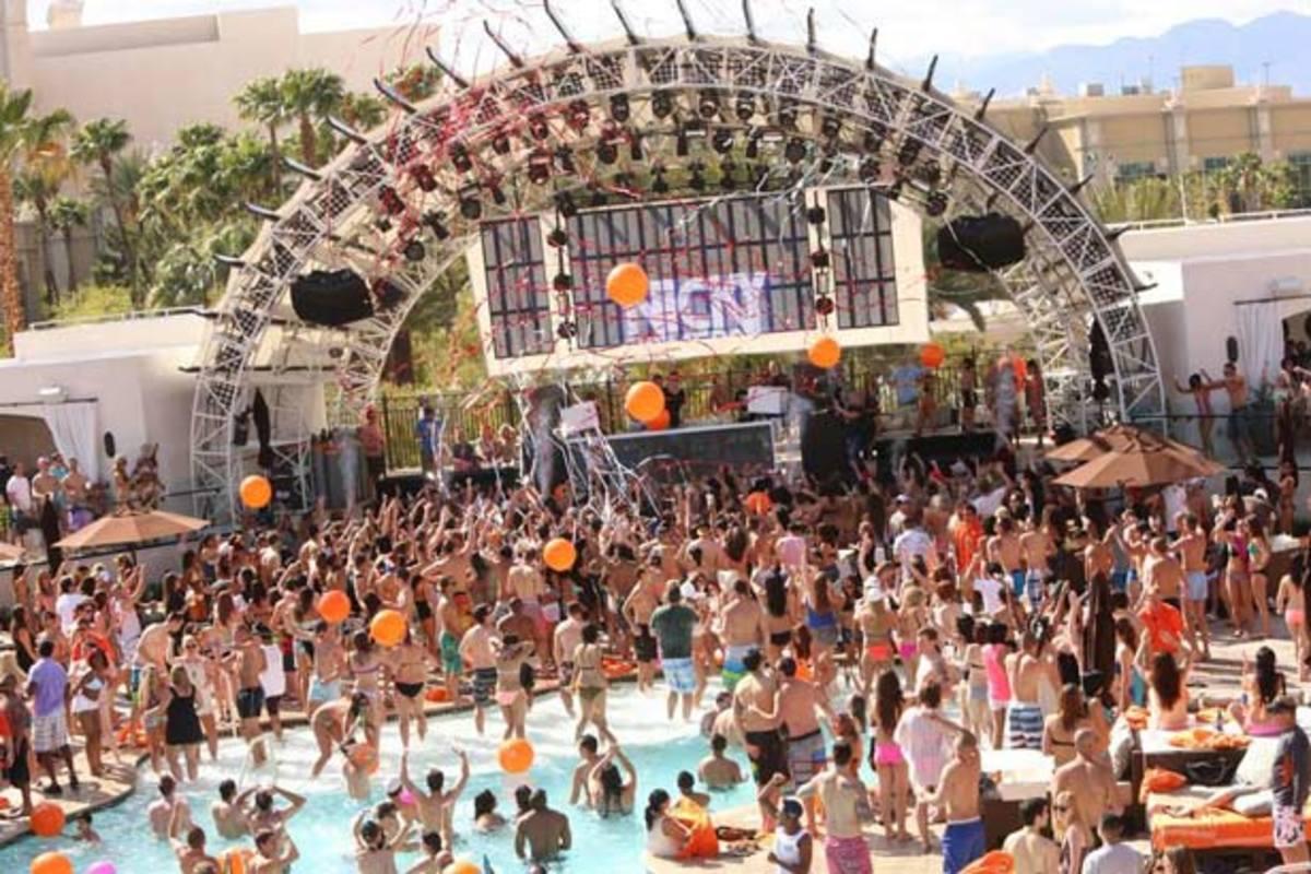 Nicky Romero Kicks Of Daylight Las Vegas' Pool Party Season