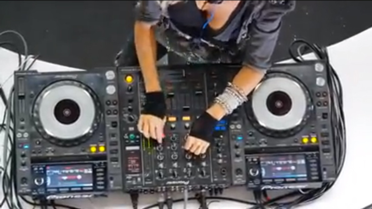 EDM Struggles: Model DJ Caught Faking The Funk - FACE PALM