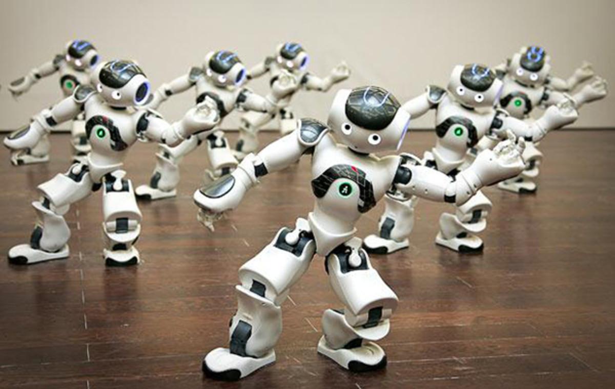 robots-dancing_1660796b