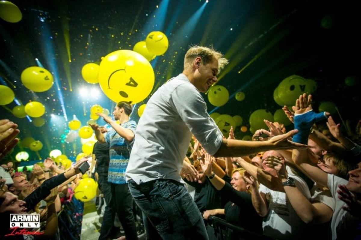 Armin van Buuren Handing ASOT To Fans