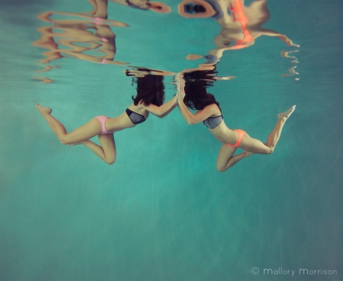 mallory bikini pool