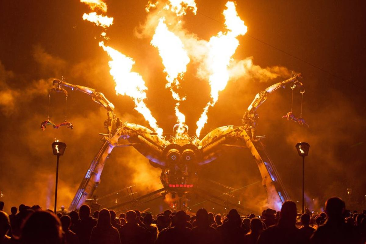arcadia-spectacular-stage-glastonbury-_uh7y