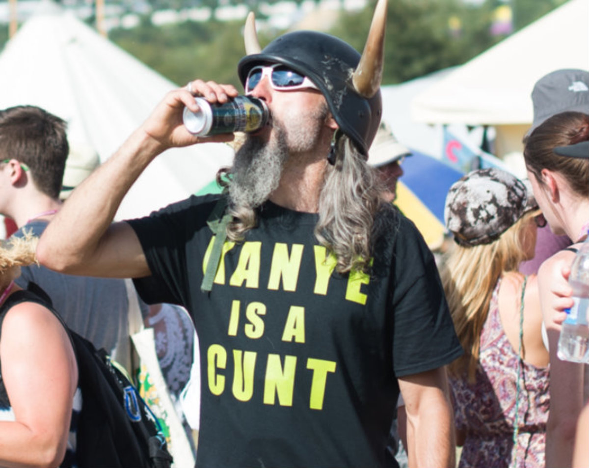 20 Hilarious Photos That Capture How Insanely Wild Glastonbury Was