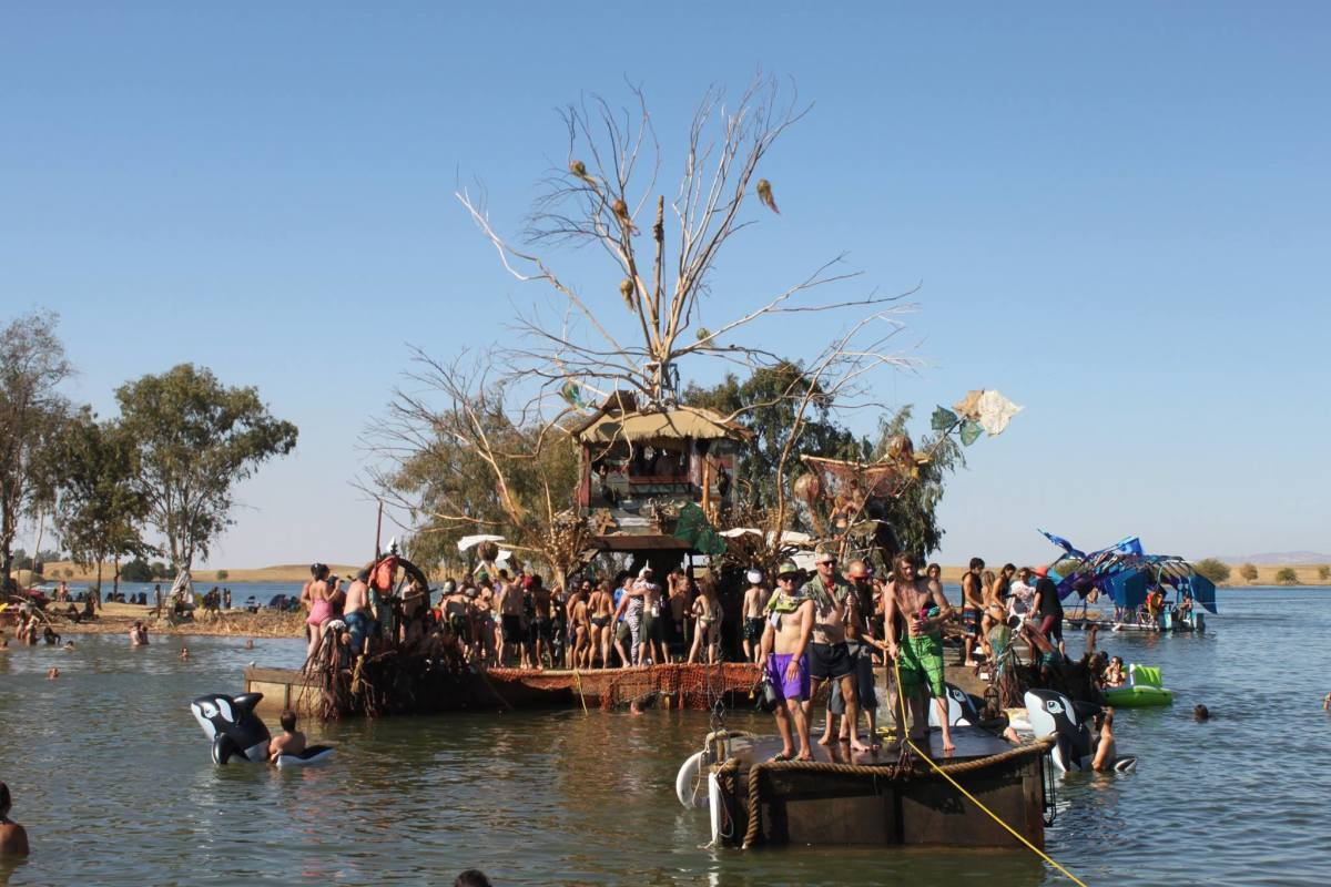 Treehouse art boat. Credit: Alex Zhang