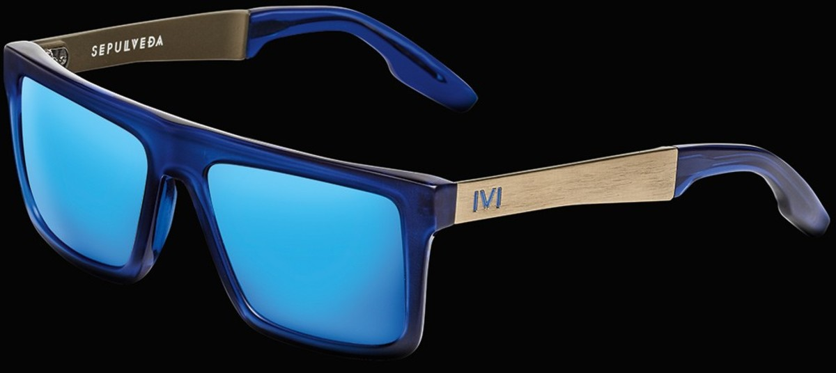 The sleek Sepulveda in the new limited edition Midway-Blue color. The clear blue is perfect for summer.