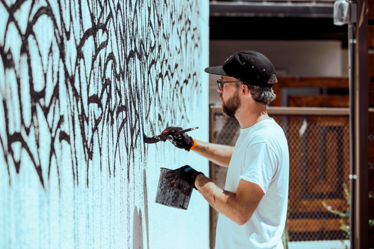 Bisco Smith taking over a wall for the HYPEBEAST hotel. photo courtesy of: HYPEBEAST & UNDER ARMOUR