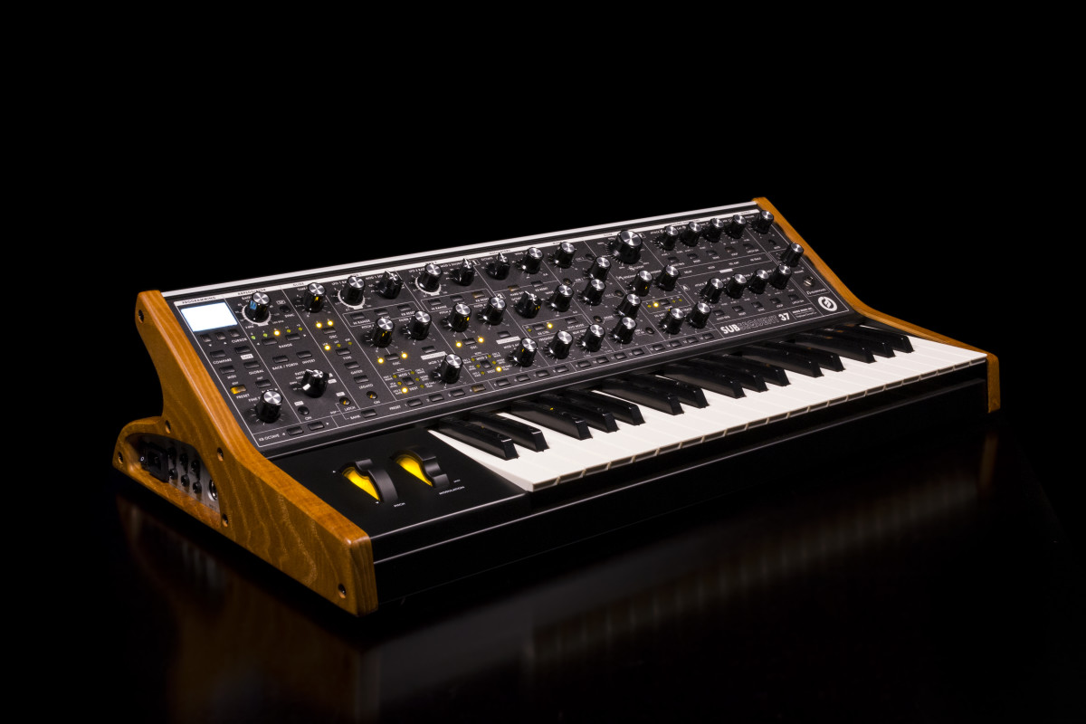 moog-subsequent-37-synthesizer
