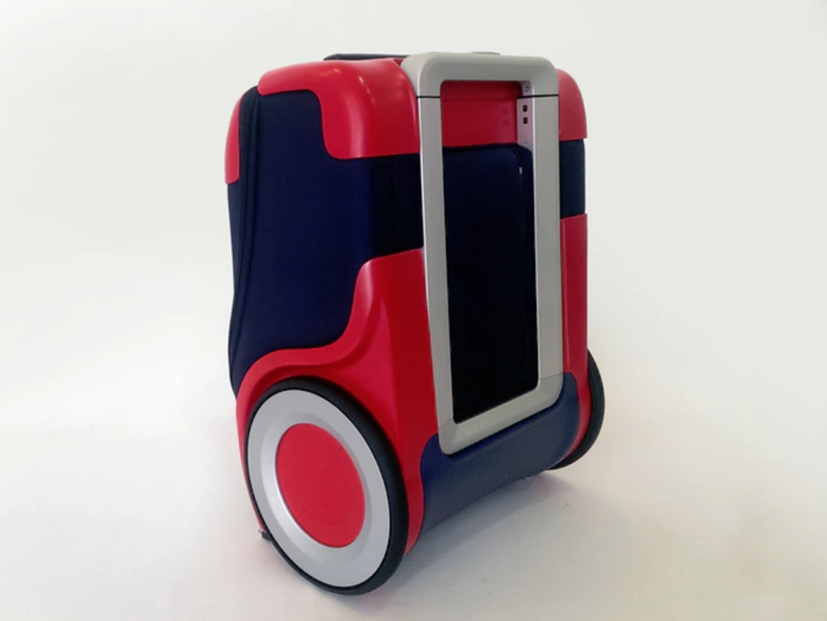 Meet G-RO, the badass little suitcase that will change up your game.