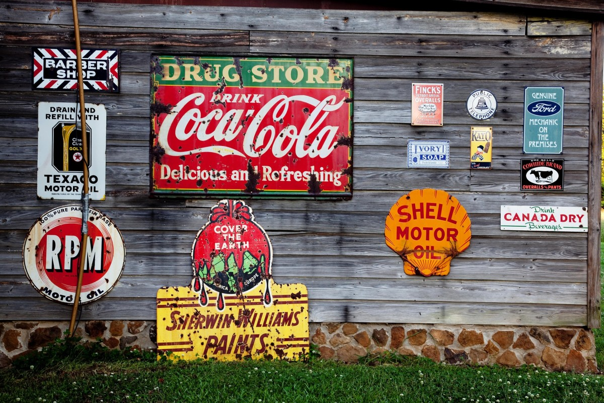 Advertising commercial signs