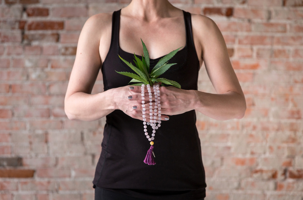Marijuansana Mala Cannabis Leaves