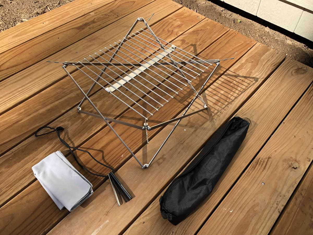 The Wolf & Grizzly M1 Grill Kit - Grill, stand, cleaning cloth, scraping tool, flint and tinder tool + carrying case