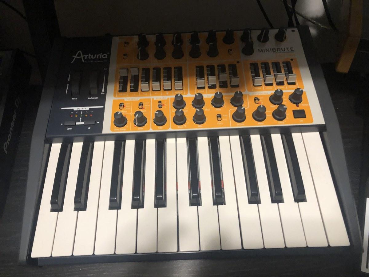 Arturia MiniBrute Synth