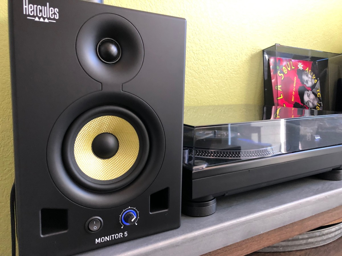 Hercules 5 Monitor Speakers