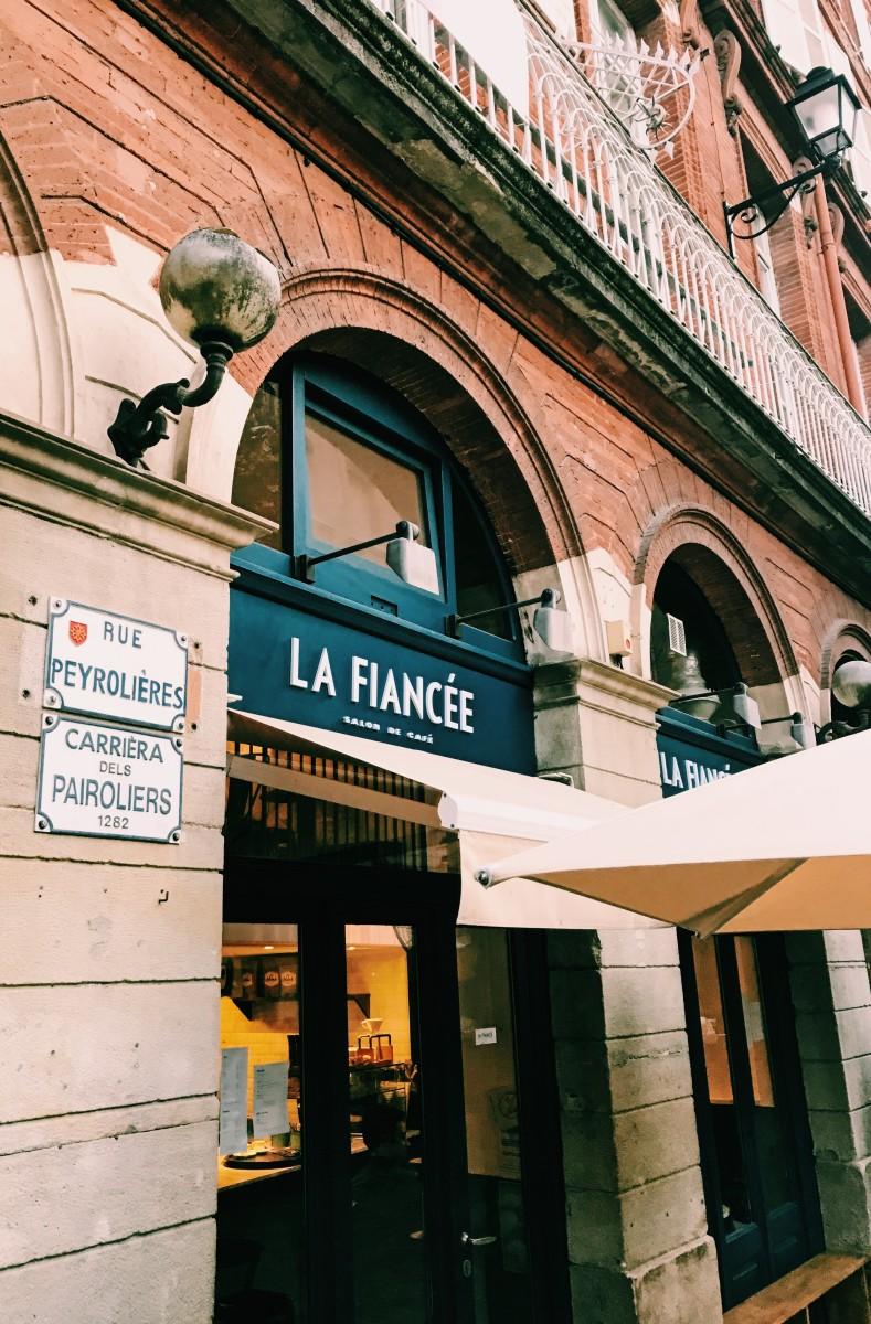LA FIANCEE 2 PHOTO REDEYES