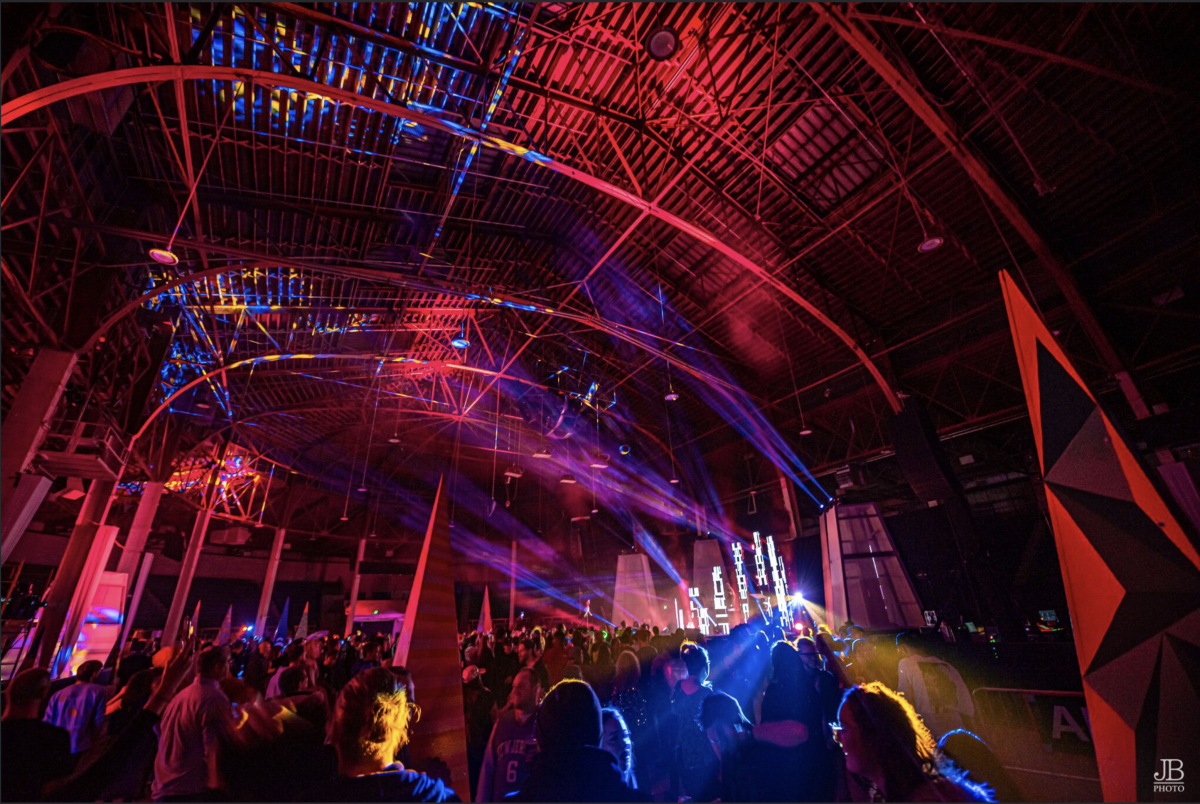 Dark Palace's main stage was perfect, a perfect balance of lighting and 4d mapping installation.
