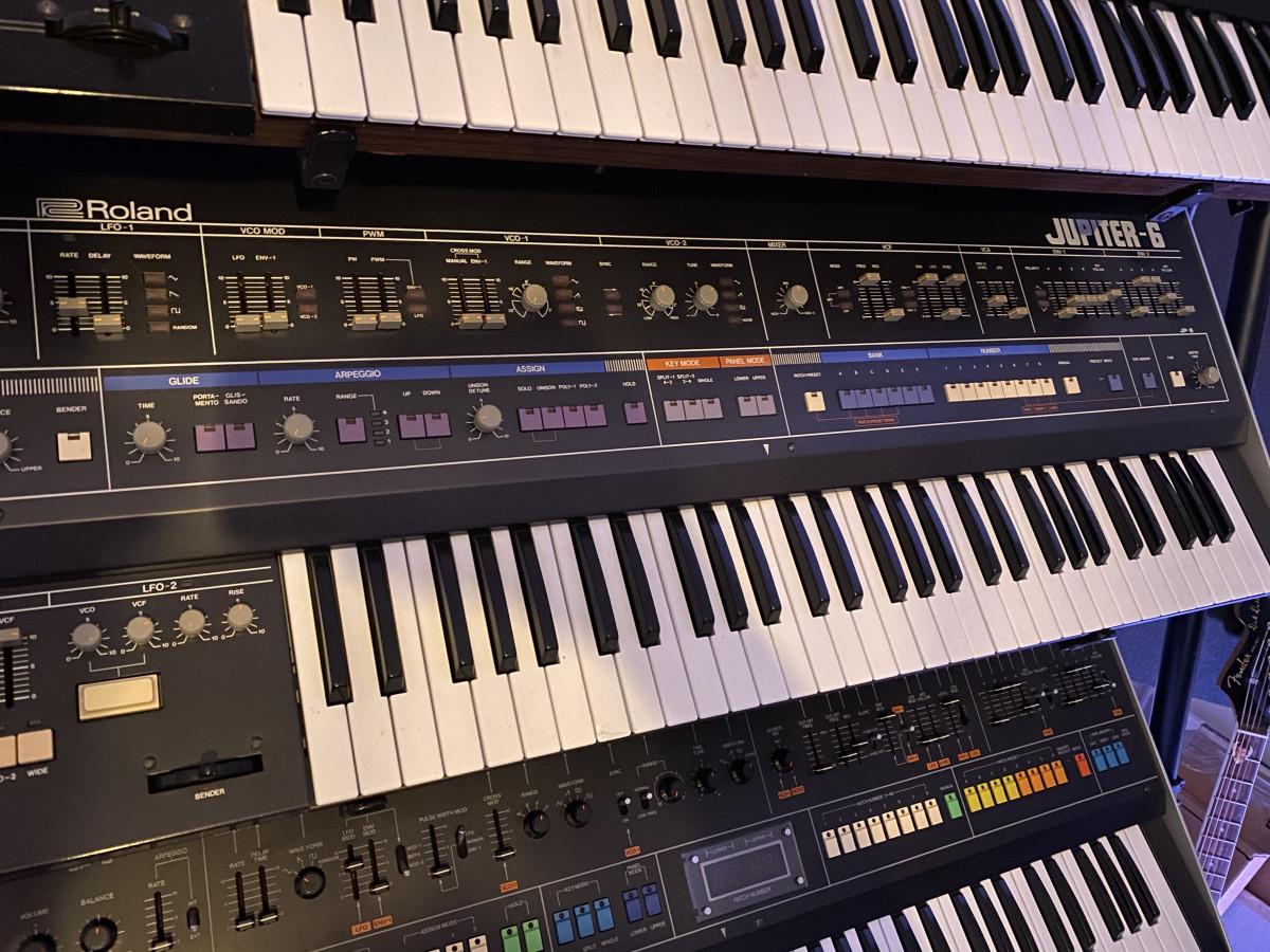 Roland Jupiter 6 Synth