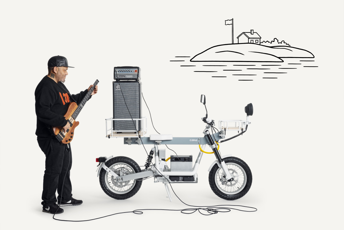 Cake Osa Motorbike bassist