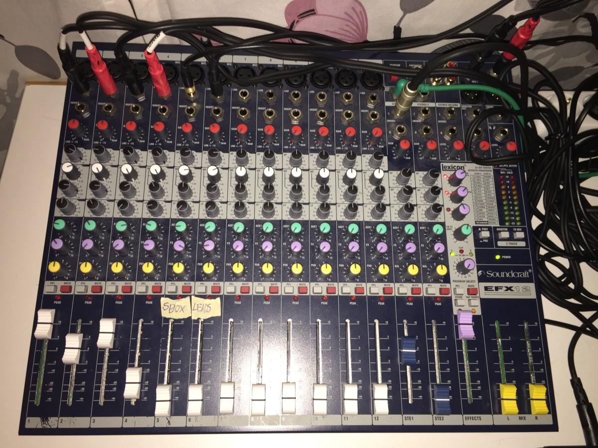 Soundcraft_EFX_12_Mixer_01