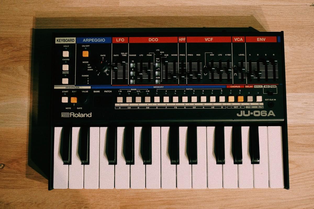 Roland Juno 106A