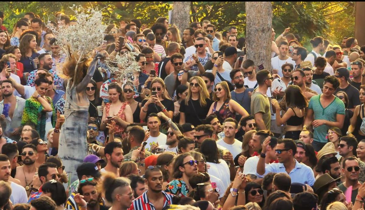Distant Dancefloors Festival Crowd