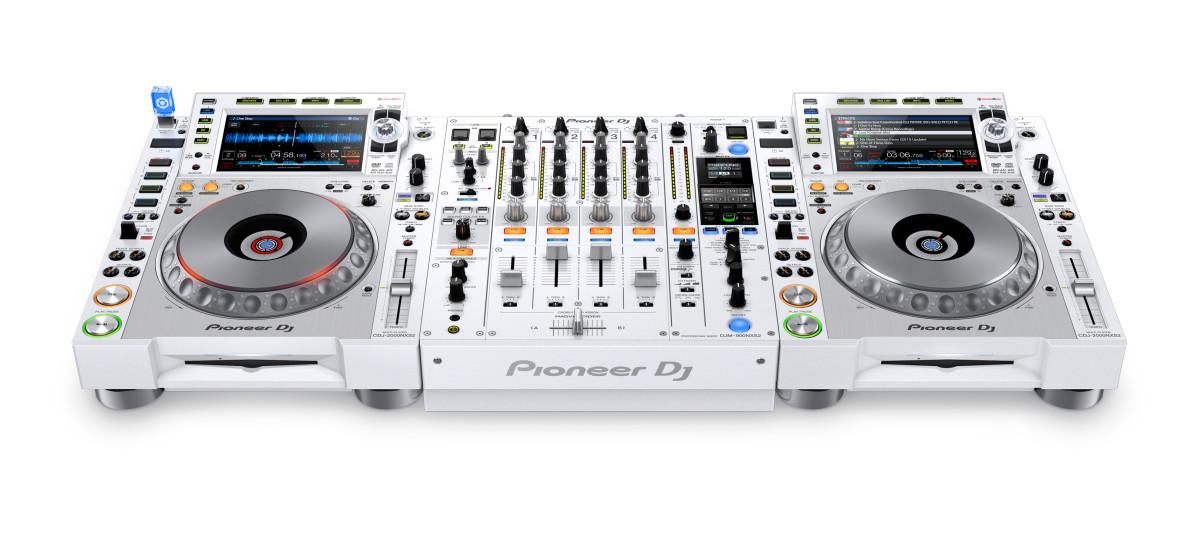 CDJ-2000 White setup