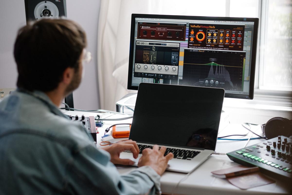 CRi Studio Computer