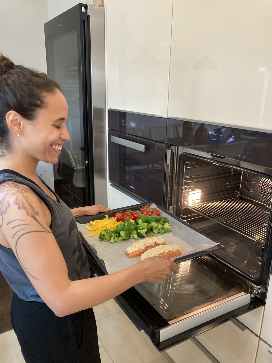 Joyce Muniz Salmon & Veggies Food Oven