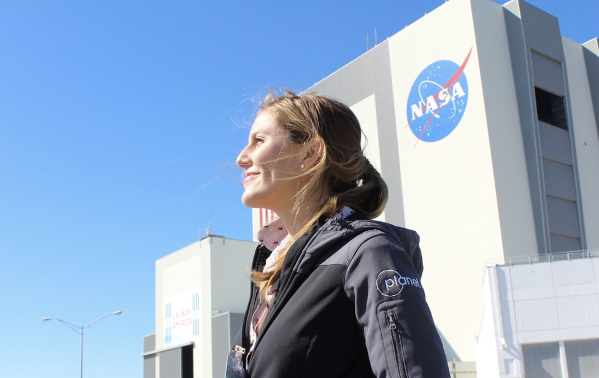 Richelle Gribble at NASA Kennedy Space Center preparing a large-scale art + space installation to fly into the stratosphere in Spring 2021.