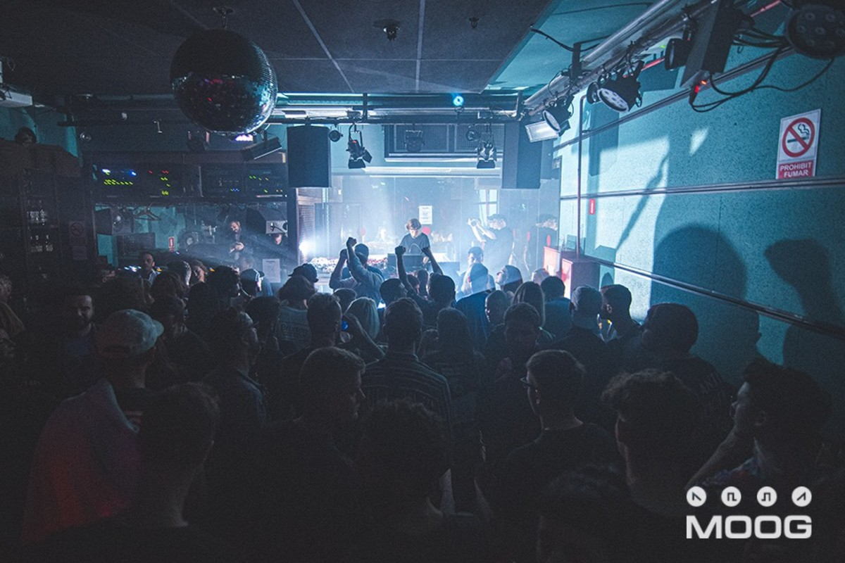 Julia Bondar Moog Club Nightclub