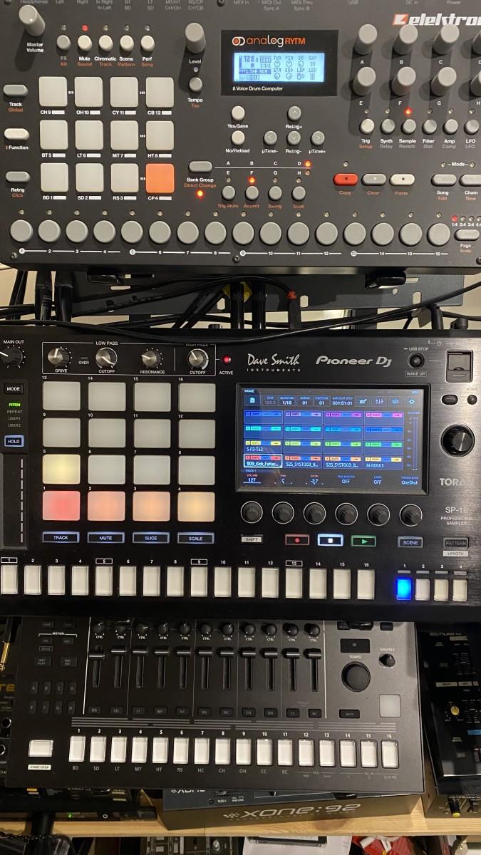 Drums Elektron Analog Rytm, Pioneer DJ Toraiz SP16, Roland TR8s