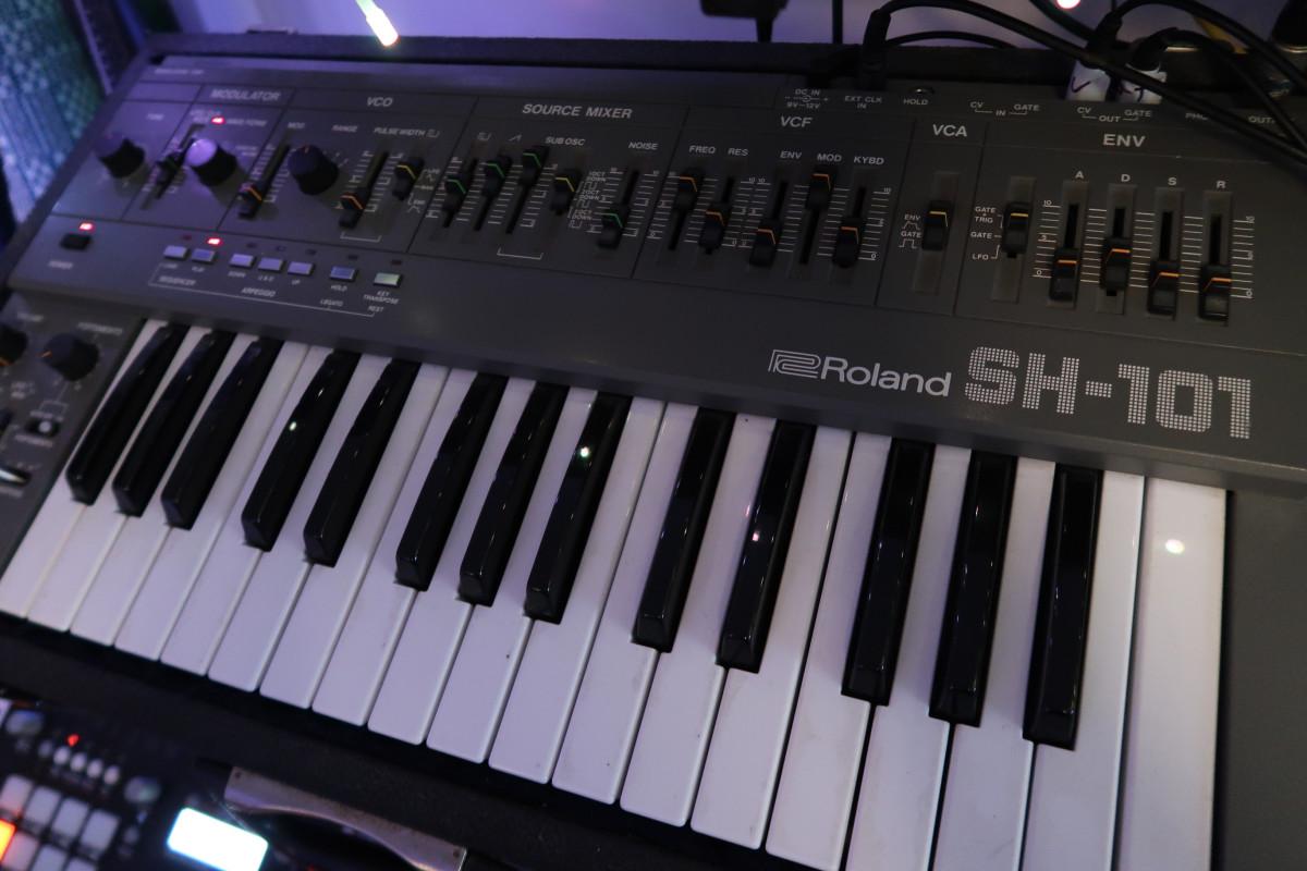 Phaeleh Roland SH101