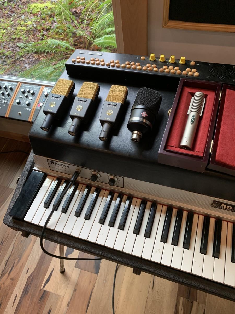 Neumann TLM-107, Royer 121, AKG414 Microphones