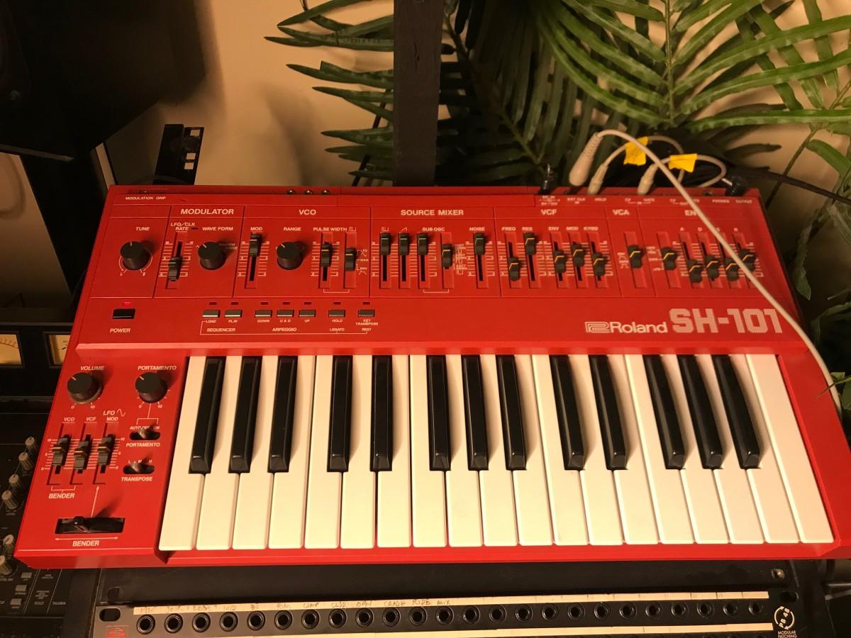 Roland SH-101 - Martin Ikin